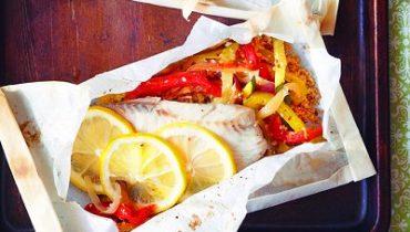 Φιλέτο ψάρι στη λαδόκολλα με λαχανικά
